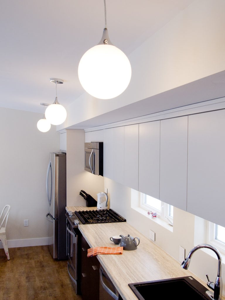 minimalist kitchen white cabinets over dark cabinets